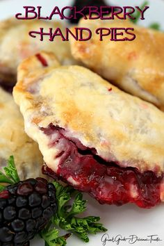 Blackberry Hand Pies - Great Grub, Delicious Treats - Blackberry Hand Pies are the perfect snack made with delicious blackberries stuffed inside pie crusts and baked. Hand Pies, Köstliche Desserts, Delicious Desserts, Grilled Desserts, Plated Desserts, Dessert Recipes, Pie Recipes, Cooking Recipes, Easy Recipes