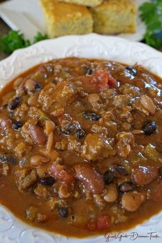 Italian Sausage Chili - Great Grub, Delicious Treats Italian Sausage Chili is loaded with Italian sausage, ground beef, three different types of beans and is one of the best chili recipes we've ever had. Ground Italian Sausage Recipes, Crockpot Italian Sausage, Italian Recipes, Italian Beef, Chili Recipe With Italian Sausage, Mexican Recipes, Best Chili Recipe, Chilli Recipes, Three Bean Chili Recipe