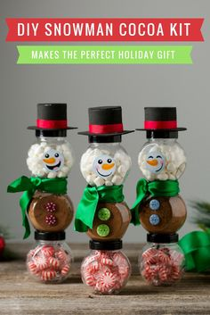 When it comes to giving simple holiday gifts, presentation is everything.  Keep your gift recipients warm and ready for the holiday season with this adorable snowman cocoa kit.  It's a perfect teacher gift idea or co-worker gift idea, and it's so easy to make! Get the details on our blog.