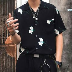men's street style outfits for cool guys Fashion Mode, Aesthetic Fashion, Aesthetic Clothes, Look Fashion, Fashion Outfits, Fashion Trends, Korean Fashion Men, Men's Street Fashion, Edgy Mens Fashion