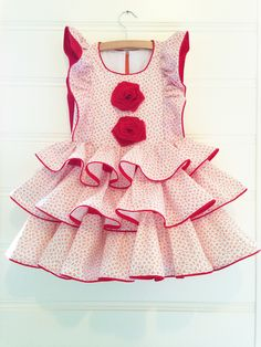 Cute dress with tiny flowers and big flamenco accents in EU size 122.