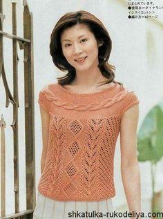 Персиковая кофточка спицами с круглой кокеткой из кос. Вязание спицами японские модели.
