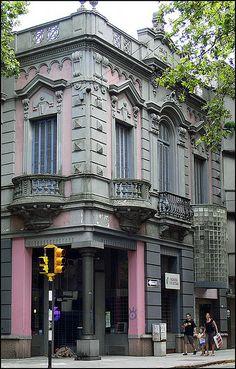 Esquina de la calle Rio Negro, Montevideo, Uruguay #uruguay #south #america #reisjunk #travel #world #explore www.reisjunk.nl