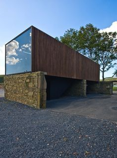 Casa NG / Arquitectos Anónimos® + Maria Veloso + Vasco Aragão | ArchDaily Brasil~container home