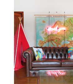 brown chesterfield map neon home of stephen helena trupp chesterfield presidents leather office chair amazoncouk