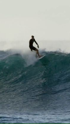 Jan 2020 - Ian Crane surfing overhead waves in North Shore, Oahu and more. surfing edit filmed in Surf Live, Surfing Wallpaper, Surfing Videos, Big Wave Surfing, Surfing Pictures, California Surf, Beach Aesthetic, Ocean Photography, Sea Waves