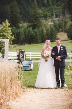 #wedding #ceremony #outdoor #asile #wheatfield #wheat #bride #bouquet #bridal bouquet #weddingdress Asile, Silver Sage, Stables, Wedding Ceremony, Bouquet, Wedding Ideas, Bridal, Wedding Dresses, Outdoor