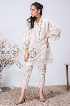 Pakistani Dresses Shalwar Kameez, Simple Pakistani Dresses, Pakistani Dress Design, Pakistani Designers, Elegant Dresses, Silk Pants, Cotton Pants, Casual Suit, Casual Outfits