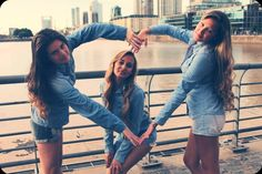Photography friends poses sisters Ideas for 2020 Photos Bff, Sister Pictures, Cute Friend Pictures, Friend Photos, Best Friends Shoot, Best Friend Poses, Cute Friends, Poses With Friends, Photoshoot Ideas For Best Friends