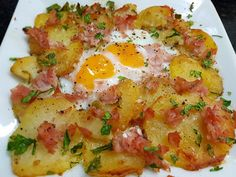 PATATAS A LO POBRE GRATINADAS CON HUEVOS Y JAMÓN COCIDO CBF@ Grilled Meat, Vegetable Salad, Sin Gluten, Potato Recipes, Cilantro, Food Porn, Food And Drink, Cooking Recipes, Meals