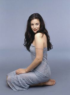 Liv Tyler is so beautiful. Her dad is Stephen Tyler of Aerosmith. He is definitely not pretty. Beautiful Celebrities, Beautiful Actresses, Gorgeous Women, Beautiful People, Liv Tyler 90s, Liv Tyler Hair, Liv Tyler Style, Cool Winter, Barefoot Girls