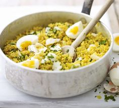 classic british kedgeree - a good hearty breakfast for a day of studying, or a day of internet when the kitchen is quite far away/dirty good food recipes Bbc Good Food Recipes, Cooking Recipes, Healthy Recipes, Bbc Recipes, Savoury Recipes, Healthy Snacks, Hp Sauce, Simply Yummy, Just Cooking