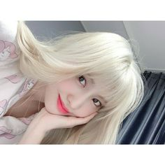 TWICE Momo Cute Selca Aesthetic Soft Icon Kpop Girl Group Style Fashion Girlfriend Material Blonde Hair ( Nayeon, Kpop Girl Groups, Korean Girl Groups, Kpop Girls, Heechul, Goodbye My Love, Youtube Original, Twice Korean, Hair Icon