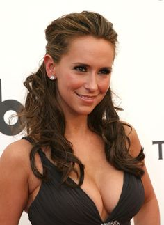 Jennifer Love Hewitt Wants To Be In The Top Five Sexiest Women List