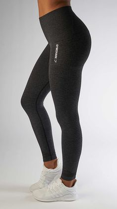 With their stunning and form fitting shape, the Seamless High Waisted leggings in black are beautifully different.