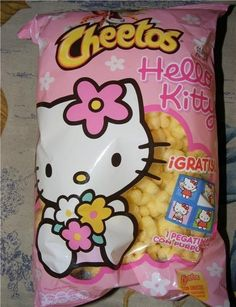 Cheetos~~~ Totally gonna have to find these~! Cute Snacks, Cute Food, Japanese Snacks, Japanese Food, Aesthetic Food, Pink Aesthetic, Hello Kitty Items, Hello Kitty House, Kawaii Room