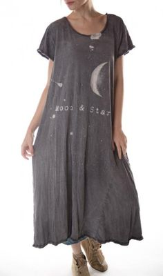 dress Moon and Stars in Ozzy by Magnolia Pearl at boho-chic clothing Boho Outfits, Cute Outfits, Boho Chic, Hippie Chic, Hippie Style, Simple Dresses, Easy Dress, Magnolia Pearl, Yoga Jewelry