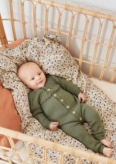 Oppskrifter - Baby - Strikke - Norsk - Sandnes Garn Butterfly Dress, Butterfly Pattern, Knitting For Kids, Baby Knitting, Zig Zag Pattern, Crochet Clothes, Romper, Dresser, Toddler Bed