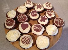 Happy New Year Chocolate Cupcakes, Happy New Year, Food To Make, About Me Blog, Baking, Desserts, Recipes, Tailgate Desserts, Deserts