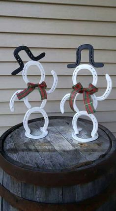 Fantastic Photos horseshoe crafts Western Decor Tips European decorating is simple to accomplish to get each room with your home. That can be done by incorporating distinct Horseshoe Projects, Horseshoe Crafts, Horseshoe Art, Metal Projects, Metal Crafts, Diy Projects, Recycled Crafts, Horseshoe Ideas, Project Ideas