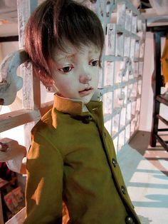 おもいでElpis番外編壱■人形展『Elpis』で発表された人形作家 中川多理(@kostnice)さんの新作『少年-群靑』にはオープンマウスのなか、歯が入れられていました。 #doll #art