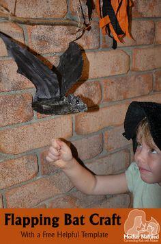 DIY Flapping Bat craft - perfect to decorate you front door for Halloween #Halloween#bat #craft