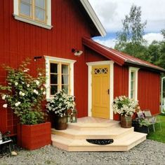Boost your home's curb appeal with these 23 exterior paint color ideas - Rich burgundy accented by mustard yellow. Swedish Cottage, Red Cottage, Swedish House, Red Houses, Exterior Paint Colors For House, House Siding, House Painting, Exterior Design, Exterior Homes