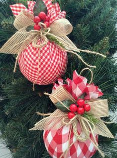 Christmas DIY : Christmas Ornaments / Red and White Xmas Ornaments / Set of 2 / Gingham Fabric Xmas Ornaments / Homespun Xmas/ Handmade and Design in Fabric Classic Christmas Decorations, Christmas Tree Decorations, Christmas Wreaths, Fabric Christmas Ornaments, Pink Decorations, Advent Wreaths, Christmas Projects, Holiday Crafts, Christmas Design