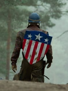 Why is Captain America's Shield Vibranium and Why is Steve Rogers in Wakanda? Find out more about Chris Evans Marvel deal and all things Captain America. Captain America Costume, Captain America Movie, Captain America Shield, Peggy Carter, Steve Rogers, Chris Evans, Caption America, Avengers Costumes, Movie Character Costumes