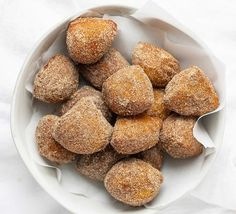 Deep-fried dough is covered in a cinnamon and sugar mixture in this easy to make and even easier to eat Easy Donut Bites recipe. Donut Bites Recipe, Donut Recipes, Dog Food Recipes, Cooking Recipes, Sugar Biscuits Recipe, Biscuit Recipe, Apple Crisp Easy, Sugar Donut, I Am Baker