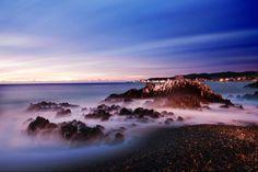 옅은 해무 사이로 바다를 향해 피어난 바위 꽃, 울산 강동 화암 주상절리