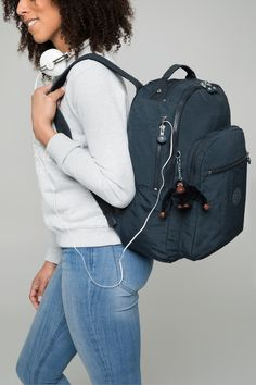 A big backpack is ideal to carry your books, jumpers and essentials when travelling. This timeless backpack is lightweight and water-repellent, perfect for all your adventures! Kipling Backpack, Kipling Bags, Rucksack Backpack, Drawstring Backpack, Backpack Outfit, Fashion Backpack, Dress Outfits, Fashion Outfits, Womens Fashion
