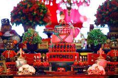 Apaixonada por esta linda Festa Soldadinho de Chumbo!!Pura inspiração esta decoração!!Imagens Splash Party.Lindas ideias e muita inspiração.Bjs Fabíola Teles.Mais ideias lindas:Decoração: ...