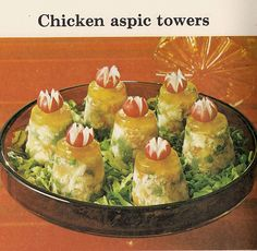 I just don't understand the gelatin craze -Chicken aspic towers Retro Recipes, Old Recipes, Vintage Recipes, Ethnic Recipes, Sauerkraut, Vintage Cooking, Vintage Food, Retro Food, Vintage Ads