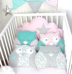 *Tour de lit 5 coussins, hibou et nuage, couleur vert d'eau, rose et gris