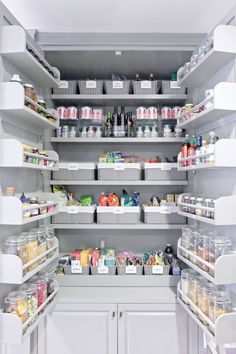 38 Handy Corner Storage Ideas that will Help You Maximize Your Space - The Trending House Small Kitchen Pantry, Pantry Room, Kitchen Pantry Design, Home Decor Kitchen, Walk In Pantry, Kitchen Designs, Organize Small Pantry, Small Pantry Closet, Organize Fridge