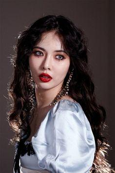 I'm in the zone- we are CLC Hyuna And Hyunseung, Hyuna Kim, Hyuna Twitter, Kpop Girl Groups, Kpop Girls, Hyuna Triple H, Hyuna Photoshoot, Mode Kpop, E Dawn