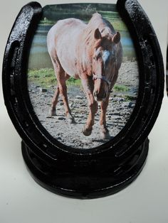 a horseshoe picture frame that i made with the beautiful ms pretty ginger