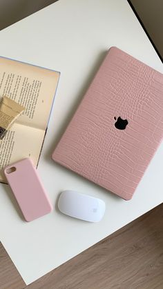 Macbook Air Pro, Apple Laptop Macbook, Macbook Case, Laptop Case, Crochet Phone Cover, Macbook Accessories, Art Hoe Aesthetic, Crocodile, Teenage Girl Gifts