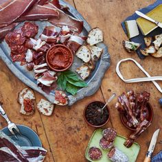 31 Best Gourmet Food Gifts To Send In 2019 - Holiday Food Gift Ideas Gourmet Food Gifts, Gourmet Recipes, Charcuterie Gifts, Gourmet Cheese, Chutney, The Cure, Holiday Recipes, Spicy, Bacon