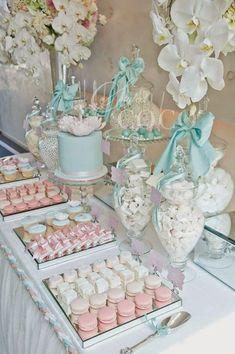 Mesa dulce y mesas de postres con caramelos de color blanco, fabulosa para cualquier tipo de evento. #CandyBarCartagena
