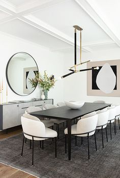 Croft House Mirror Credenza spotted in this Pacific Palisades home designed by featured by // Simple Dining Table, Modern Dining Chairs, Fine Dining, Modern Dinning Room Ideas, Chairs For Dining Table, Black Dining Room Table, Dining Rooms, Room Interior, Home Interior Design