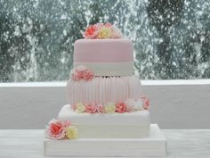Beatiful wedding cake by Mercedes Silva Gourmet. Cancun, Q. Roo, Mexico