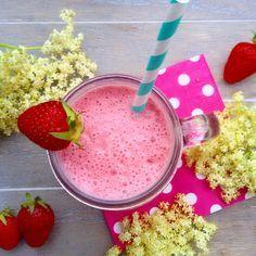 Holunderblüten-Erdbeer-Rote Beete-Smoothie (vegan)