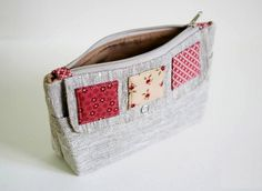 Cosmetic bag of linen with two compartments. DIY Tutorial in Pictures. Clutch Bag Pattern, Purse Patterns, Homemade Bags, Sewing Spaces, Linen Bag, Quilted Bag, Tote Purse, Small Bags, Gift Bags
