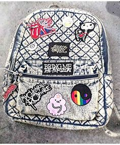 Grunge DIY backpack with patches Emo Outfits, Grunge Outfits, Mochila Grunge, Diy Backpack, Grunge Backpack, My Bags, Purses And Bags, Mini Mochila, 90s Grunge