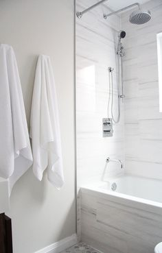 Small bathroom renovation – open up the space using white monochrome palette and modern fixtures Kleine badkamerrenovatie – open de ruimte met wit monochroom palet en moderne armaturen Bathroom Renos, White Bathroom, Bathroom Renovations, Modern Bathroom, Small Bathroom, 1930s Bathroom, Bathroom Ideas, Small Shower Remodel, Bath Remodel
