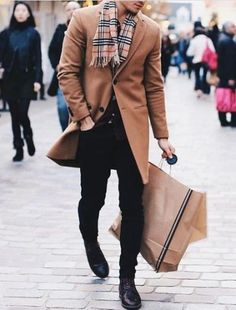 Classic camel coat and Burberry scarf combo. Pages to upgrade your style The Stylish Man Burberry Scarf Outfit, Burberry Trenchcoat, Burberry Coat Mens, Camel Coat Men, Camel Coat Outfit, Mode Masculine, Best Business Casual Outfits, Mens Wool Coats, Stylish Men