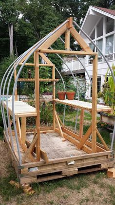 Greenhouse Plans 861665341186902994 - Serre jardin en construction Source by katrinprovera Backyard Greenhouse, Greenhouse Ideas, Greenhouse Wedding, Pallet Greenhouse, Homemade Greenhouse, Pergola Ideas, Portable Greenhouse, Garden Structures, Compost