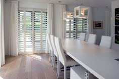 Shutters for inside # inside House Shutters, House Windows, Style At Home, Home Interior Design, Interior And Exterior, Curtains With Blinds, Luxury Living, Decoration, Home And Living